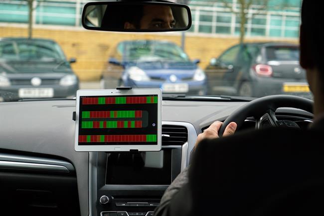 Ford prueba un sistema de estacionamiento que busca sitios libres para aparcar el vehículo