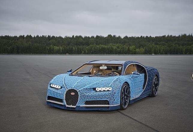 lego construye un bugatti chiron de tamaño real con un millón de piezas y que se puede conducir