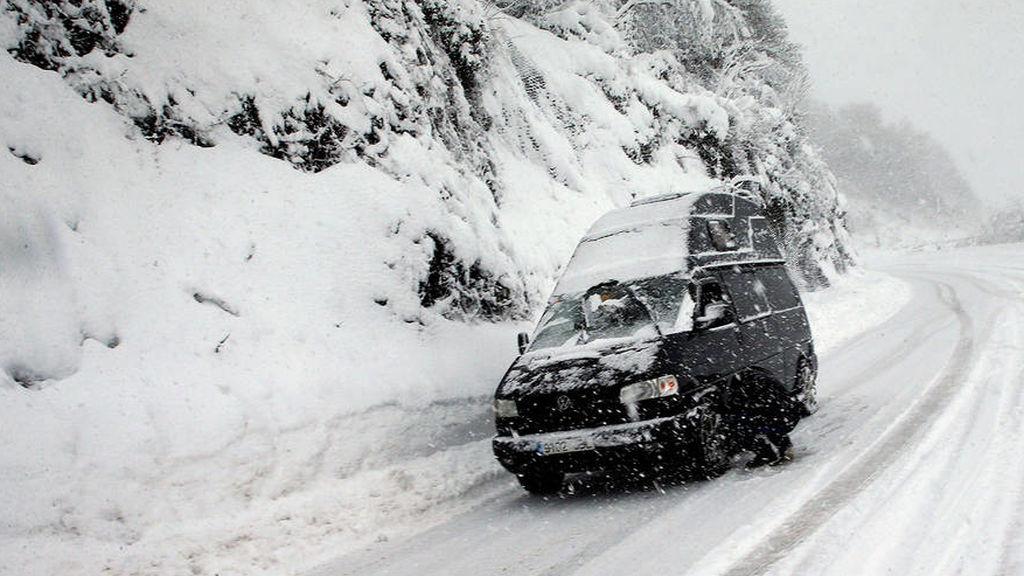 tienes el parabrisas congelado aquí te explicamos como quitar el hielo de tu coche